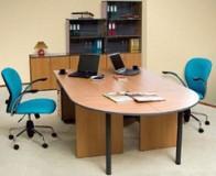 derevyannyj-kompyuternyj-stol-dlya-ofisa